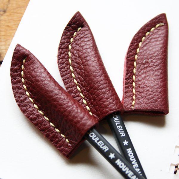 トリヨン革 クレマスレッド レザーペンキャップ 鉛筆キャップ