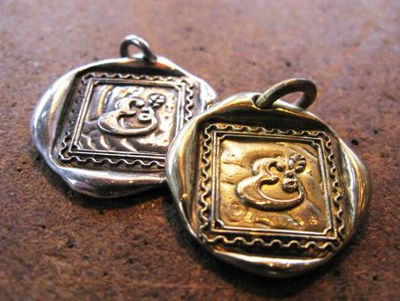 画像1: 封蝋ペンダント シルバー・真鍮 E 封蝋ペンダント シルバー・真鍮 E[linda-e